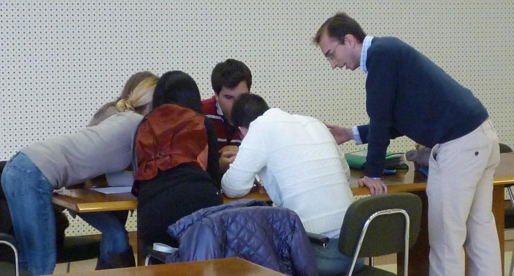 pablo martin con un grupo de alumnos del master de comercio exterio de la uva